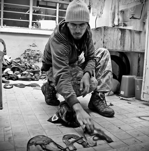 Sebastian preparing shoes to print. Photo by Tirso Pérez