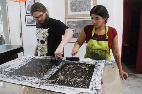 Wolfgang and Brigid inking plates. Photo M.DeCoster