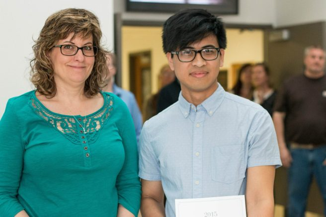 Prof Elaine Cunfer presented an award to Arren Dawinan. photo: Chrissy Corrado